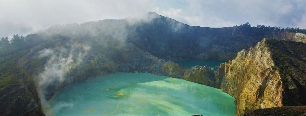 .....auf 2 der 3 farbigen Kraterseen....