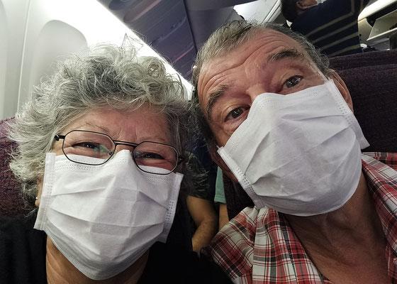 Wir sitzen geschützt im Flieger.