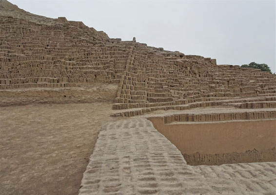 Die Huaca Pucllana Pyramide.