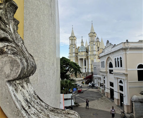 Der Blick zur Kathedrale.....