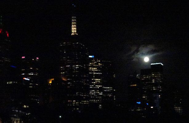 Der Supermond über Melbourne.