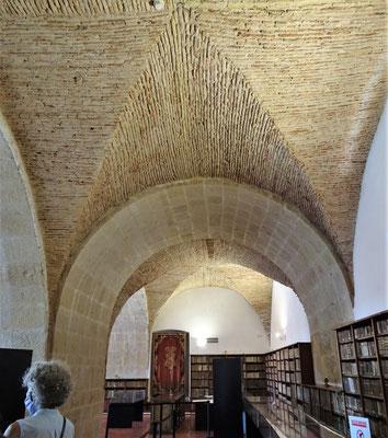 Die Bibliothek im unteren Teil......