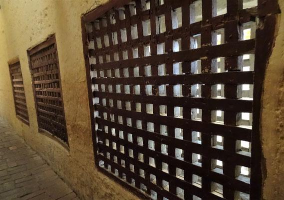 ......zur Aussenwelt durch dieses Gitter gab.