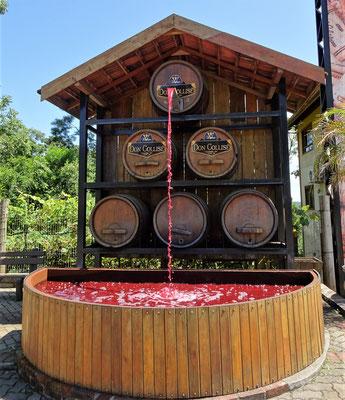 Der Wein-Brunnen, (Wasser)....