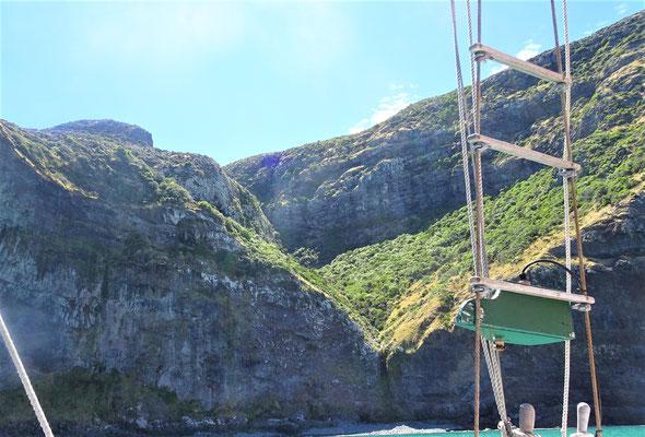 Wir segeln den Klippen entlang....