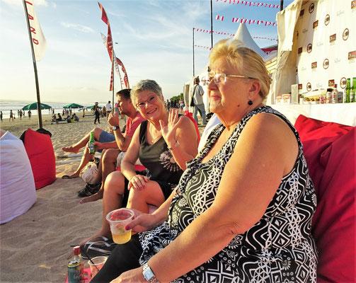 Mit Elizabeth am Strand mit.....