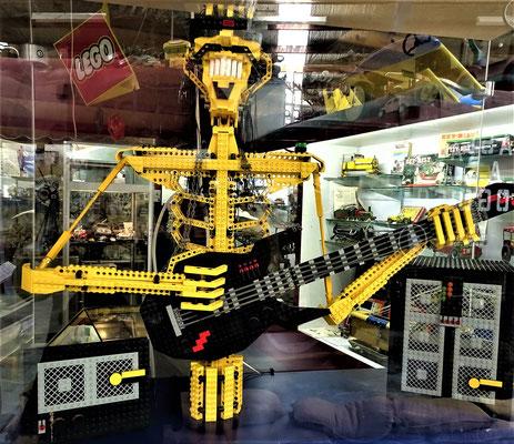 Der Gitarre spielende Lego Mann....