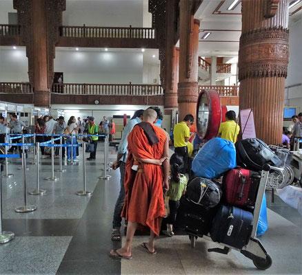 Die Abflughalle in Yangon....