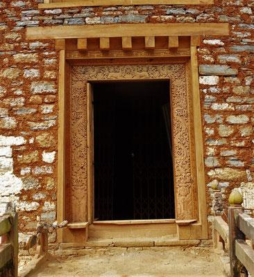 Der Kunstvolle Eingang und...