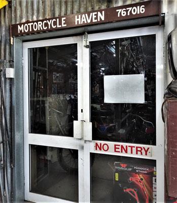 In dieser Motorrad-Himmel-Werkstatt.....
