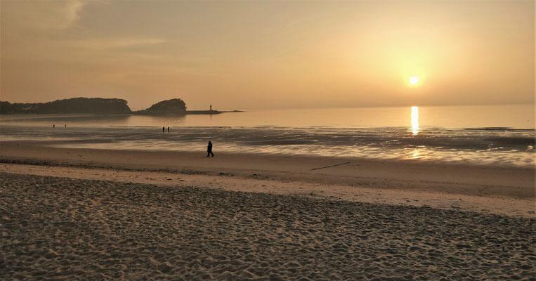 Wieder einmal ein Sonnenuntergang am Meer.