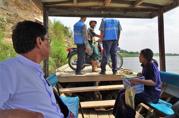 ...es über den Ayeyarwaddy Fluss.