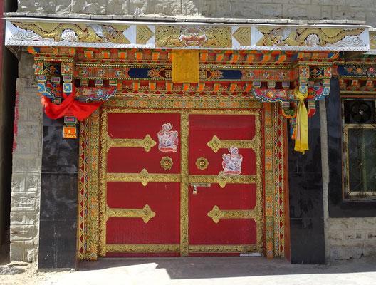 Schön verzierte Eingangstüren