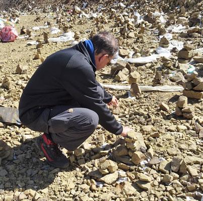 beim Bau eines Stupa, zum gedenken an die Toten