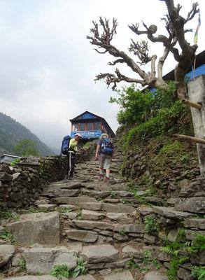 Die ersten steilen Stufen...