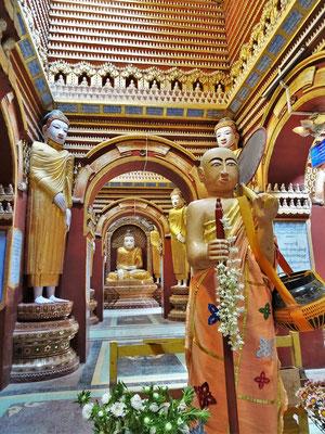 ....sich ca. 600'000 Buddha Statuen.