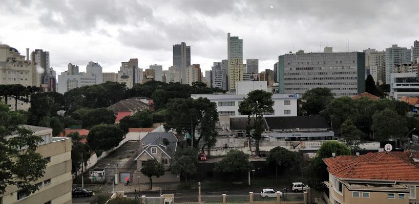 Unser einziges Foto von Curitiba. Ausblick vom Hotelrestaurant.