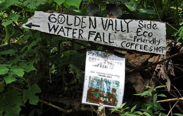 Das Hinweisschild auf den Weg zum Wasserfall......