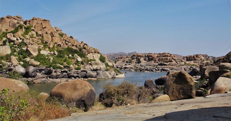 Der Thungabadra Fluss mit...