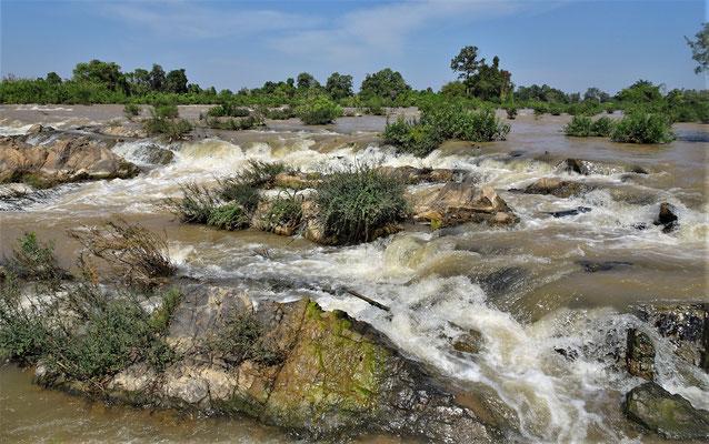 ........zum Don Khone Somphamit Wasserfall...