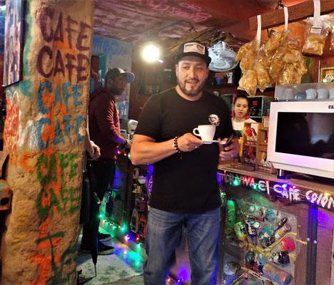 ....Jorge einen Kaffee.