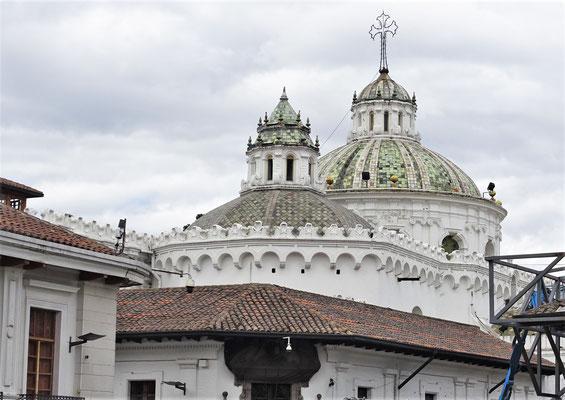 Die Kirche von hinten.