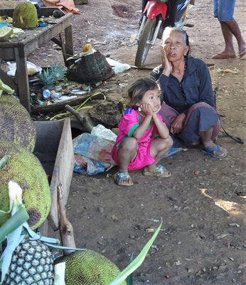 Eine kleine Rauchpause mit der Enkelin.