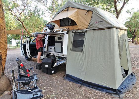 .....unser Zelt auf.