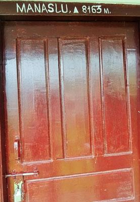 Unser Zimmer in Dhampus wieder mit Badezimmer und WARMEN Wasser