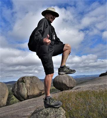Hier steht Ugo auf dem Stein......