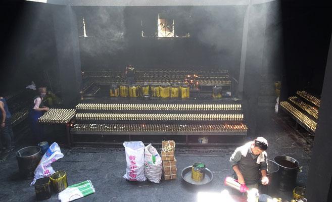 Hier werden 1'000 Butterlampen gelagert die davor im Kloster waren