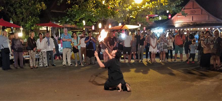 Die Feuershow im Freien mit......