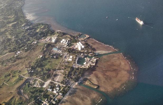 Unser Resort mit der Fussinsel und dem Jachthafen.