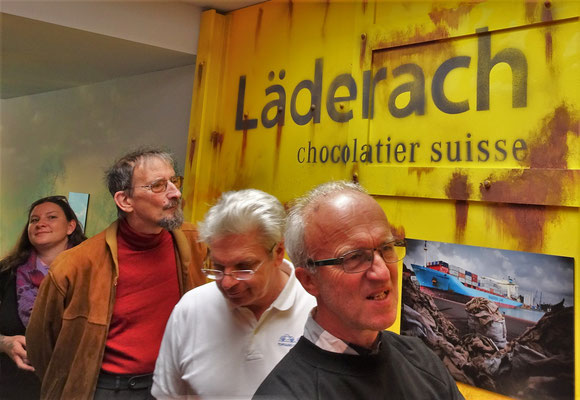 ...Schoggifabrik Läderach trafen.