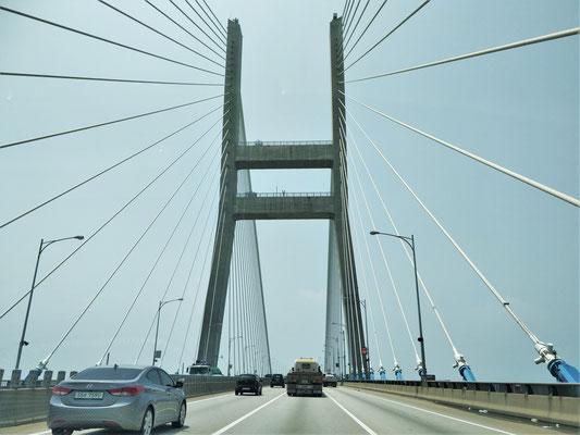 Imposante Brücke unterwegs.