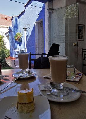 Kaffee und Kuchen.