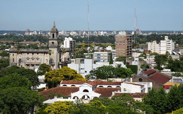 Hochhäuser im Hintergrund sind in Argentinien.