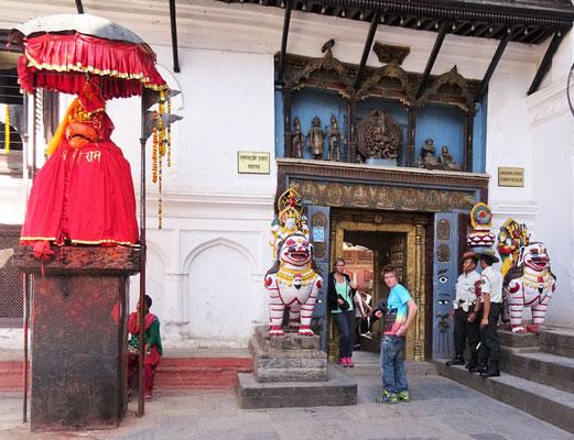 Der Eingang zum Königspalast