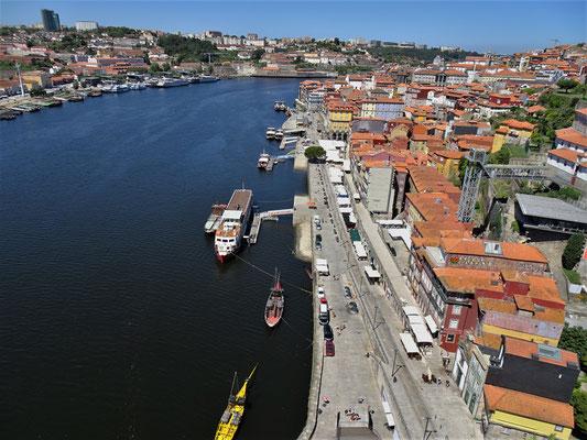 ......auf die Skyline von Porto.