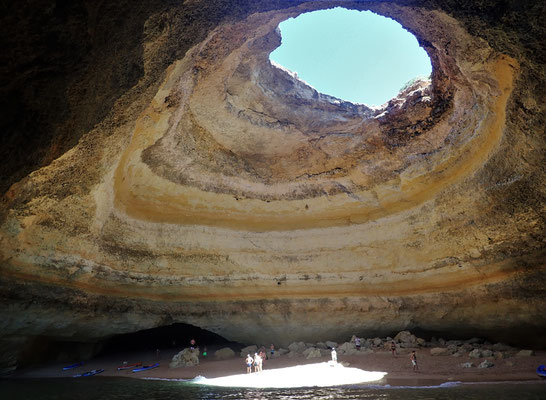 ......uns zur Banagil Höhle....