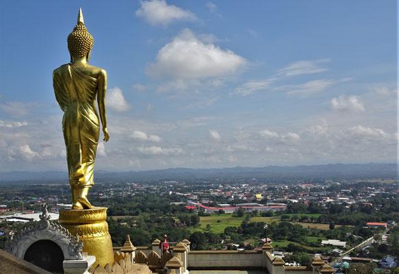 .....auf den goldenen Tempel von Nan schaut.