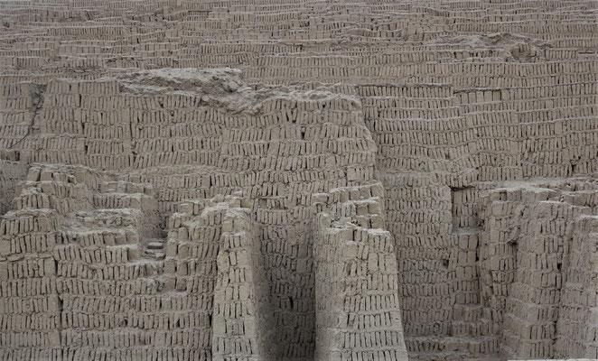 .....mit Millionen von Lehmziegel....