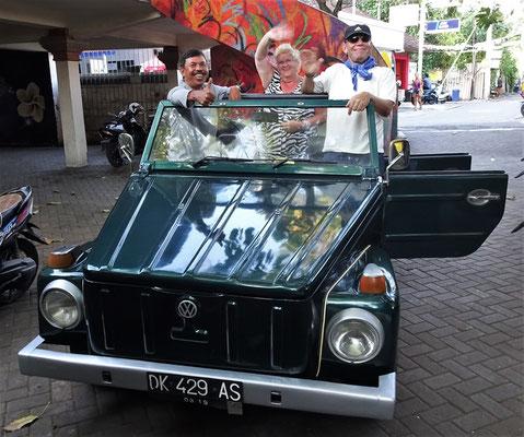 Ausflug im VW Kübelwagen mit Ketut und Elisabeth