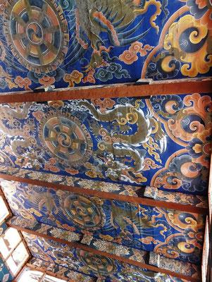 Deckenmalereien mit dem Drachen in der Mitte