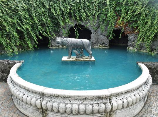 .....mit diesem Brunnen.....