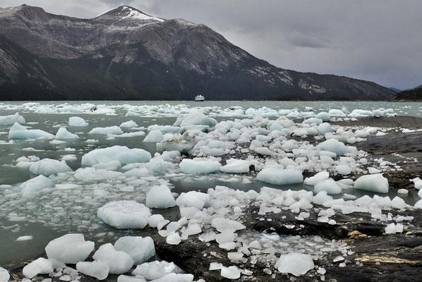 ......zwischen dem Eis durch.....
