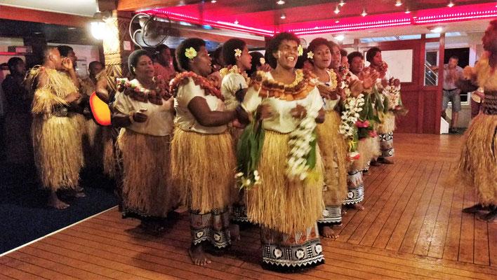 Tanzvorführung auf dem Schiff....