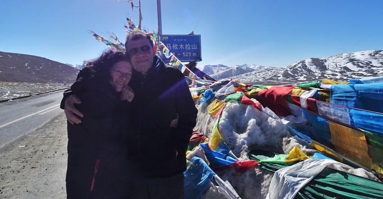 Nochmals über den höchsten Pass auf unserer Reise in Tibet.