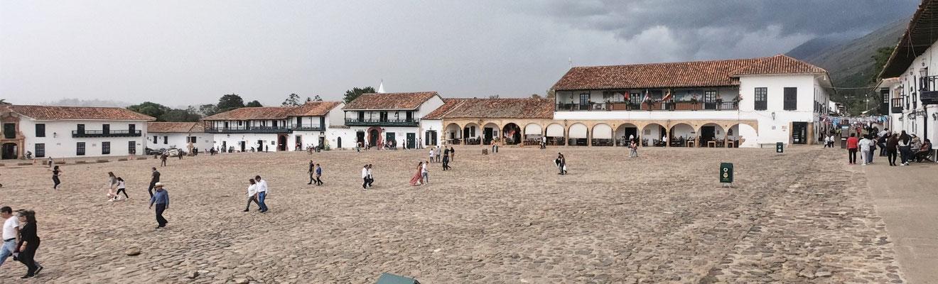 Die Plaza Mayor von Villa de Leyva.....