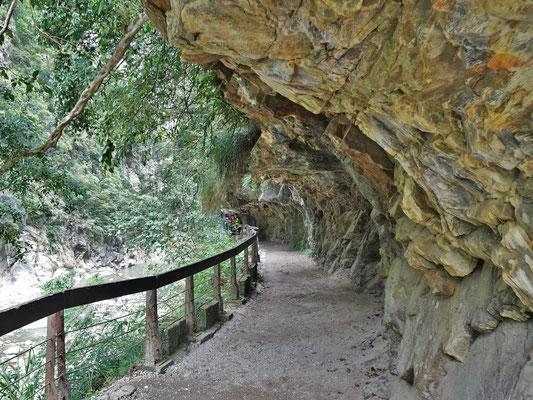 ....dem Felsenweg und die Sicht....
